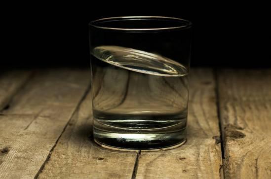 Боли при запоре. Соблюдение питьевого режима- фото